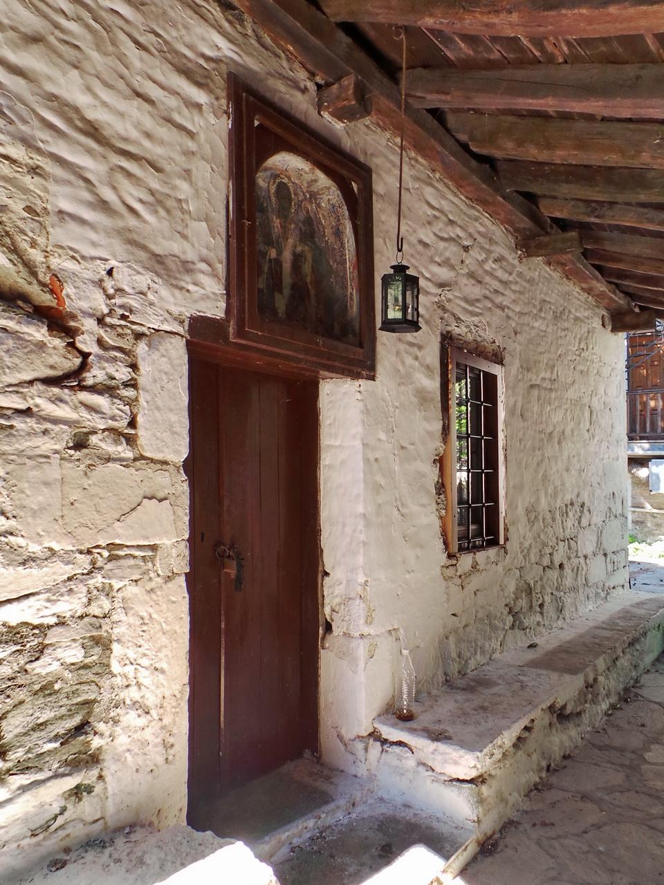 Find old frescos in the church of Agios Nikolaos Chorefto Pelion